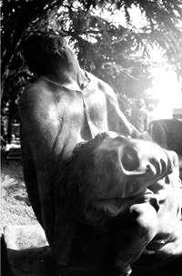 Emanuele Padovani Raccolta foto sulla vita del Cristo realizzate nel cimitero monumentale di Milano Titolo della foto: CRISTO SENZA VITA